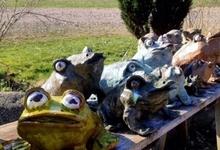Exempel på grodor i stengods höjd ca: 100-180mm